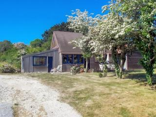 Pretty wooden house on the Crozon peninsula, Brittany, with garden and stunning sea views - sleeps 6 - Morgat vacation rentals