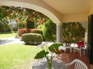 Refurbished ground floor with garden Old Village - Vilamoura vacation rentals