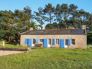 Original seaside house in Brittany with 4 bedrooms, lovely garden, jetty and boat - Plouhinec vacation rentals