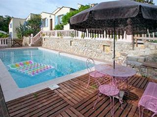 Seaside flat in Juan Les Pins in private villa with shared pool - Golfe-Juan Vallauris vacation rentals