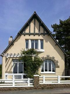 Fantastic house in Ille-et-Vilaine, Brittany, with 4 bedrooms, garden and sea views - Brittany vacation rentals