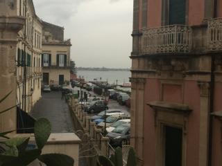 Elegante palazzo Marina vista mare - Syracuse vacation rentals