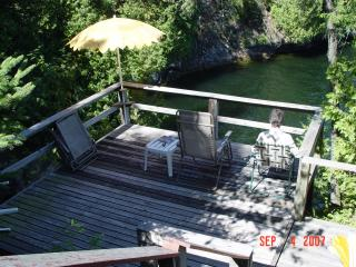 Bright 2 bedroom Colchester Cottage with Deck - Colchester vacation rentals