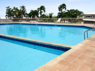 Attractive duplex apartment with pool in the heart of a lively resort - Le Gosier vacation rentals