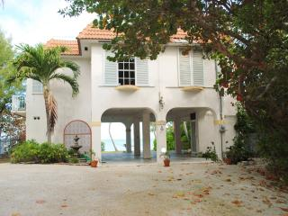 Nice 2 bedroom Matecumbe Key House with Internet Access - Matecumbe Key vacation rentals