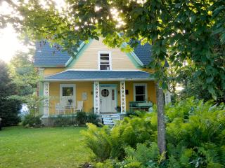 Charming victorian cottage - Hatley vacation rentals