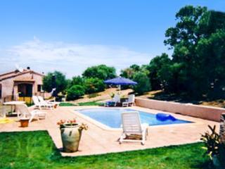 Beautiful 1-bedroom villa in South Corsica with shared swimming pool, very close to the sea - Sainte Lucie De Porto Vecchio vacation rentals