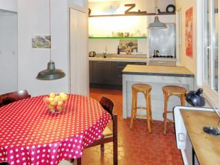 Typically French Marseille apartment with 1 bedroom, right in the city-centre - Marseille vacation rentals