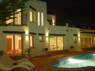 Stunning villa in Benissa with 3 bedrooms, pool, garden and sea views - Canor vacation rentals