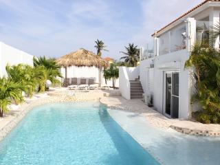 Nice Villa with A/C and Washing Machine - Aruba vacation rentals