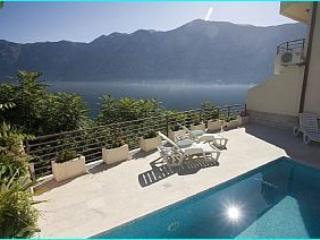 Prcanj 2S - Prcanj vacation rentals