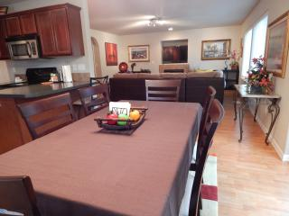 Dundee Blossom House - New, Downtown, Spacious! - Dundee vacation rentals