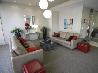 2 bdrm FURNISHED suite PRIME location + net & cabl - Toronto vacation rentals