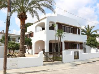 Beautiful 2 bedroom Condo in Playa de Muro with Internet Access - Playa de Muro vacation rentals