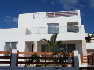 Comfortable 4 bedroom Villa in Coral Bay - Coral Bay vacation rentals