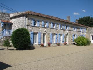 Cozy 1 bedroom Saint Simon de Pellouaille Guest house with Internet Access - Saint Simon de Pellouaille vacation rentals