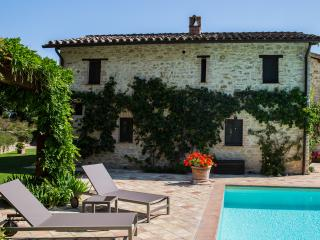 Villa Capanne - Luxury Umbrian Villa Sleeping 12 - Solfagnano vacation rentals