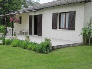 Charming detached holiday house with large garden - Tulle vacation rentals