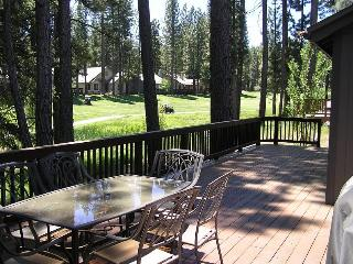 #130 SEQUOIA Mountain decor, on the golf course $200.00-$235.00 BASED ON DATES AND NUMBER OF NIGHTS (plus county tax, SDI, Cleaning Fee and processing fee) - Plumas County vacation rentals