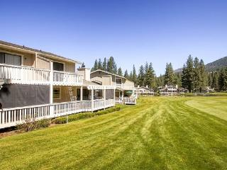 #33 ASPEN Fresh and Bright Town Home on the 5th Fairway $185.00-$220.00 BASED ON FOUR PERSON OCCUPANCY AND NUMBER OF NIGHTS. (pl - Plumas County vacation rentals