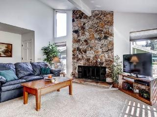 #33 ASPEN Fresh and Bright Town Home on the 5th Fairway $225.00-$260.00 BASED ON FOUR PERSON OCCUPANCY AND NUMBER OF NIGHTS. (plus county tax, SDI, and processing fee) - Graeagle vacation rentals