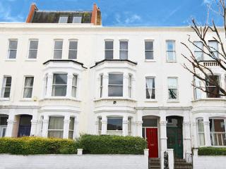 Want More beds, a lovely place and pay less? - London vacation rentals
