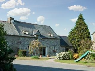 Spacious and charming house in the heart of the Côtes-d'Armor, Brittany, with 5 bedrooms and garden - Plessala vacation rentals