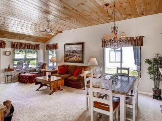 #137 COTTONWOOD $140.00-$175.00 BASED ON FOUR PEOPLE OCCUPANCY AND NUMBER OF NIGHTS + Processing fee, SDI and 9% county tax. - Blairsden vacation rentals