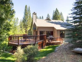 #110 TAMARACK Gorgeous Deck, on the golf course $225.00-$255.00 BASED ON DATES AND NUMBER OF NIGHTS (plus county tax, SDI, Cleaning Fee and processing fee) - Plumas County vacation rentals