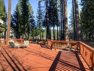#226 SEQUOIA Stunning home that has a platform with views of the river $200.00-$235.00 BASED ON FOUR PEOPLE OCCUPANCY AND NUMBER - Shasta Cascade vacation rentals