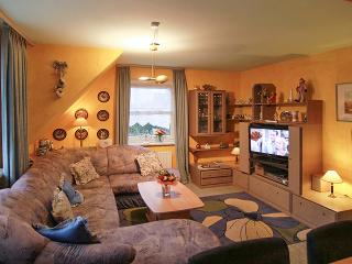 In Sylt, Germany, stylish apartment with 2 bedrooms, heating, garden and WiFi - sleeps 5 - Tinnum vacation rentals