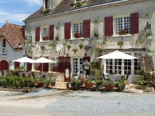 Le Montaigne ~16th century village house - Sainte-Alvere vacation rentals