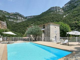 Spacious house in picturesque Sumène, Languedoc-Roussillon, with swimming pool and garden - Languedoc-Roussillon vacation rentals