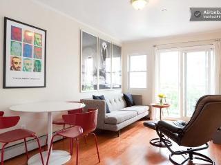 3 BEDROOM, 2 BATHROOM CONDO IN BROOKLYN. - Brooklyn vacation rentals