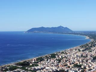 Elegant flat near the beach in Terracina, with balcony and glorious mountain views - San Felice Circeo vacation rentals
