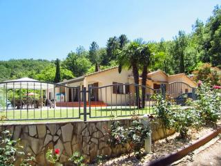 Gorgeous, French-style house in Var, Provençe, with huge garden and pool - Bormes-Les-Mimosas vacation rentals