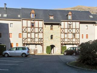 Lovely apartment in Saint-Lary with 2 bedrooms and private balcony - minutes from slopes - Vignec vacation rentals