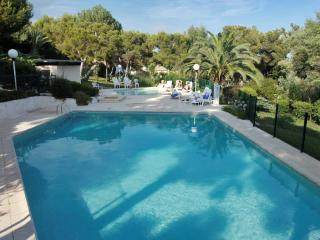 Fabulous French Riviera flat in Villeneuve Loubet, boasting balcony with ocean views - Villeneuve-Loubet vacation rentals