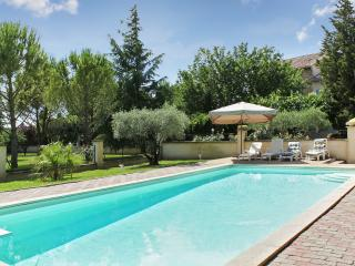 Beautiful home in Althen-les-Paluds, Vaucluse, with 4 bedrooms, lush garden and pool - Althen-des-Paluds vacation rentals