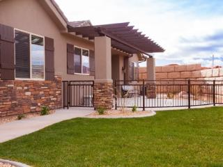 A golf vacation home with an open floor plan, perfect for entertaining family, friends and small groups. - Southwestern Utah vacation rentals