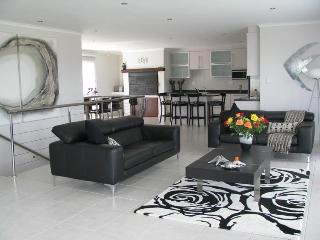 Cozy 3 bedroom Kleinbaai House with Dishwasher - Kleinbaai vacation rentals