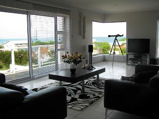 Bright 3 bedroom Kleinbaai House with Satellite Or Cable TV - Kleinbaai vacation rentals