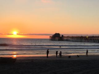 Fabulous Beach Condo, Just a 4 Minute Walk to Beach - Oceanside vacation rentals