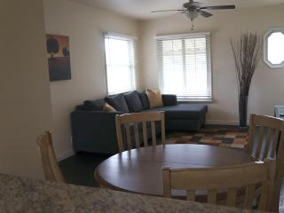 Sunny apartment minutes from beach! - Los Angeles vacation rentals