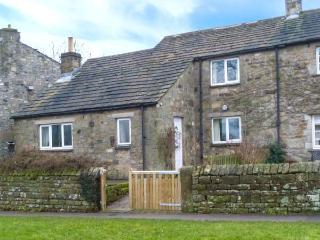 THE SYCAMORES, stone cottage with open fire, overlooks green and river, close pub in Burnsall Ref 921222 - North Yorkshire vacation rentals