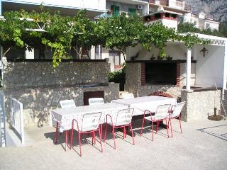APARTAMENT RADIC A-7+2 - Makarska vacation rentals