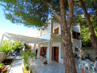 Cozy 3 bedroom Macari Villa with Deck - Macari vacation rentals