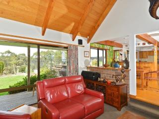 Lovely 5 bedroom Paihia House with Deck - Paihia vacation rentals