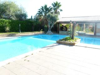 VILLA RENTAL: 3 BEDROOMS, SLEEPS 8 IN CORBARA - Argeles-sur-Mer vacation rentals