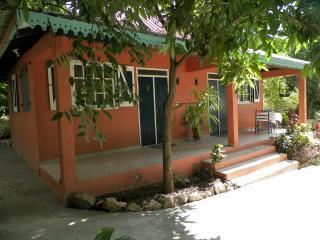Bungalow hotel lakou breda # 2 - Cap-Haitien vacation rentals